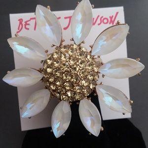 Betsey Johnson Daisy Ring NWT